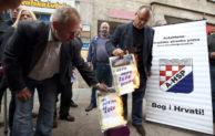 Javno spaljivanje hrvatskog nedeljnika Novosti: kazniti počinioce