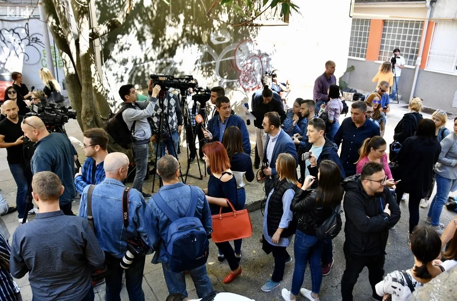 Novinari u Sarajevu izašli na proteste: Potrebno je mijenjati zakone i zaštititi struku