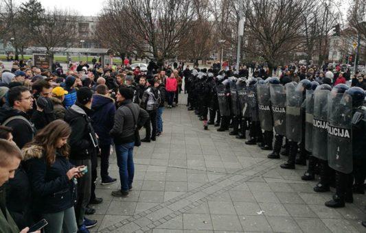 Mediji i policija u BiH: Balansiranje između interesa javnosti i interesa istrage