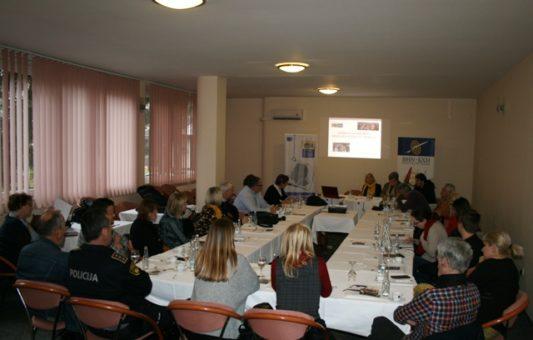 Javna diskusija u Bihaću: Zaštita ranjivih grupa kroz medijske sadržaje je zadaća novinara