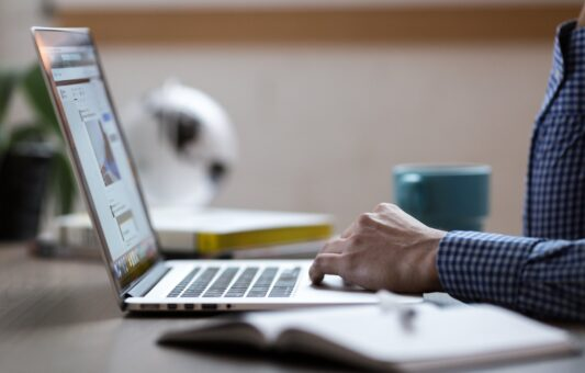 """Najava: Završna konferencija projekta """"Zaštita autorskih prava novinara/ki i drugih medijskih djelatnika u Bosni i Hercegovini"""""""