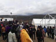 """Napadi u kampu """"Lipa"""": Inspektori novinarima prijete batinama i naređuju da brišu materijal"""